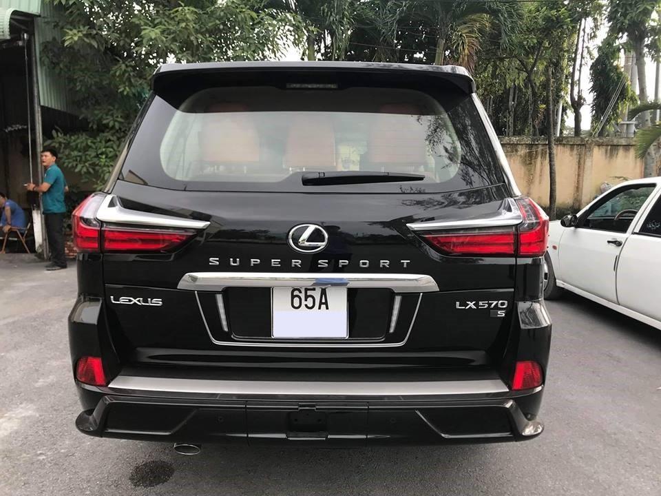 Lexus LX570 Super Sport 2018 có giá bán hơn 10 tỷ đồng tại Việt Nam