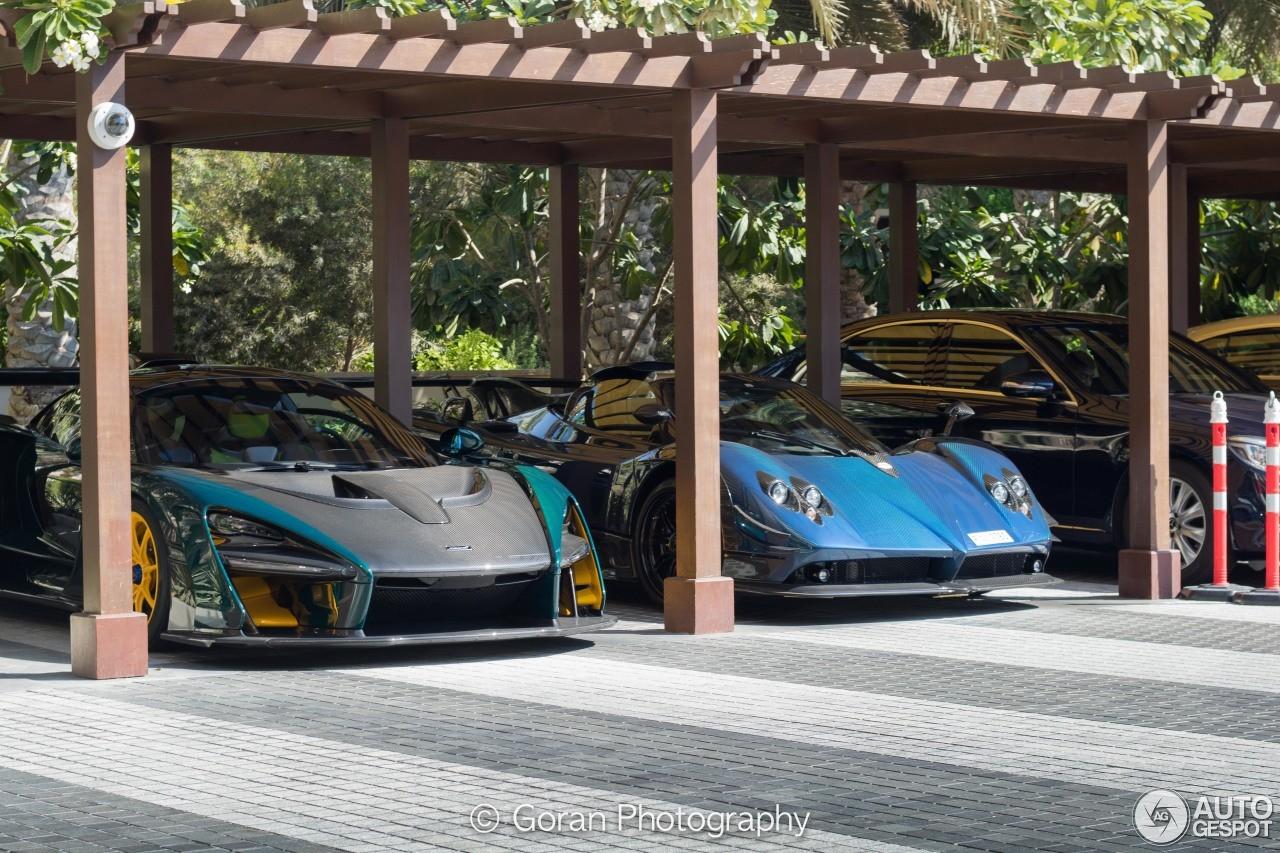 Siêu xe triệu đô McLaren Senna đỗ bên cạnh Pagani Zonda Roadster 760AG