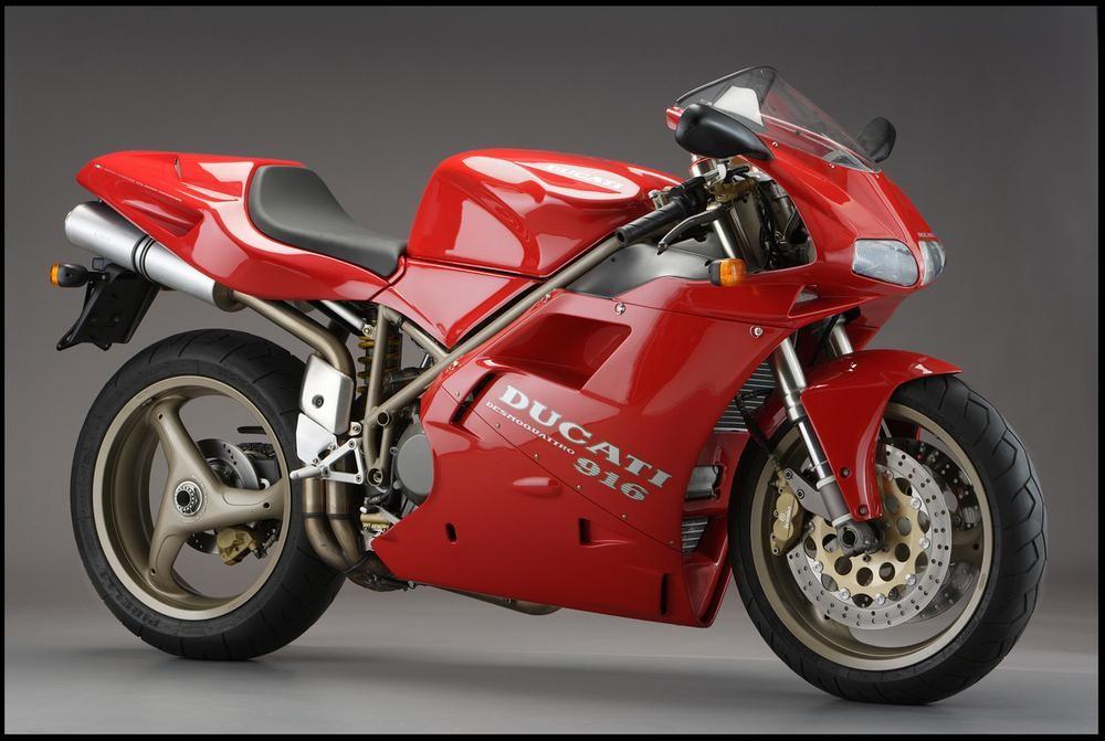 Ducati 916 là sản phẩm thiết kế của Massimo Tamburini