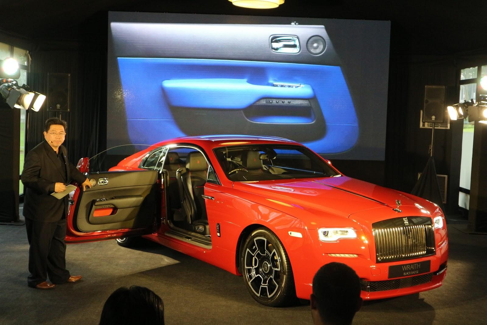 Rolls-Royce Wraith Black Badge khác biệt từ bộ áo màu đỏ