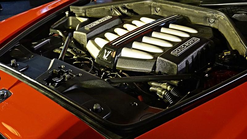 Rolls-Royce Wraith Black Badge màu đỏ tại Malaysia vẫn được trang bị động cơ V12, dung tích 6.6 lít