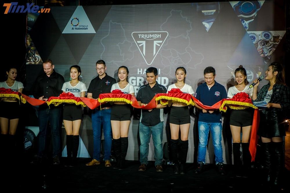 Lễ cắt băng khai trương showroom Triumph Hà Nội