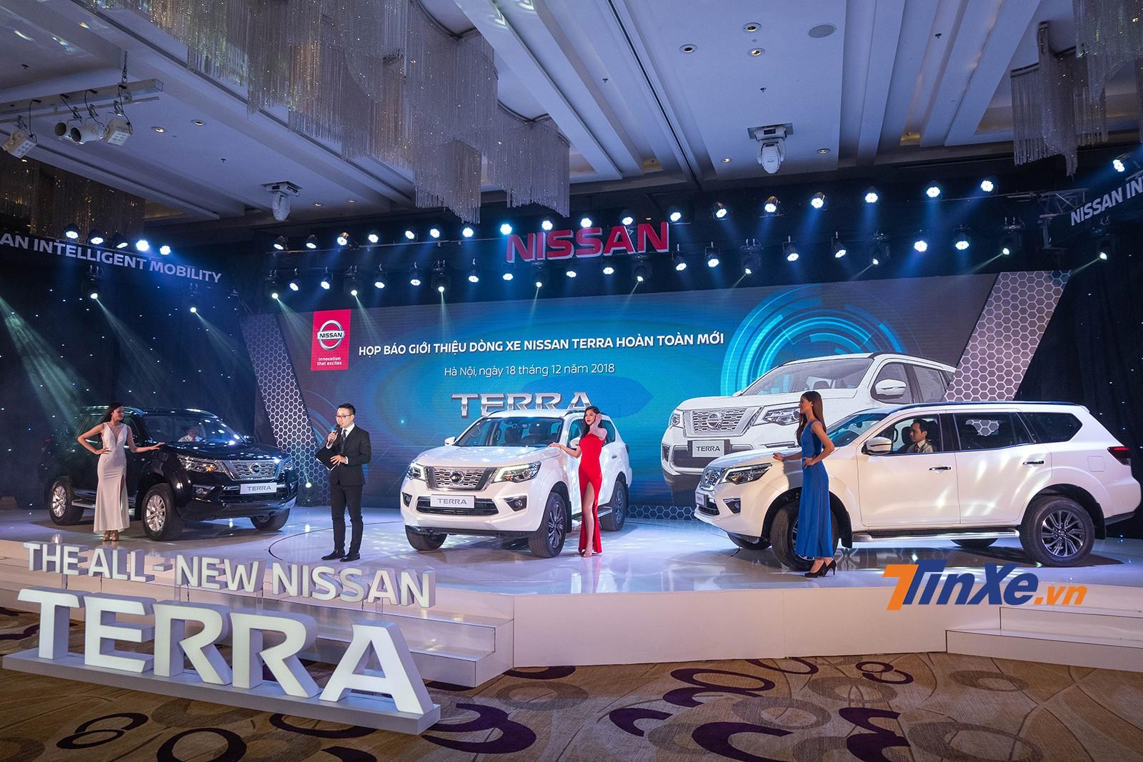 Có giá từ 988 triệu đồng, Nissan Terra lên sàn quyết chiến Toyota Fortuner