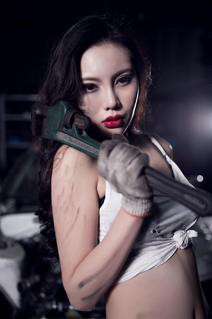 Nuốt nước miếng trước cô thợ sửa xe lấm lem với thân hình đẫy đà chết người - 11