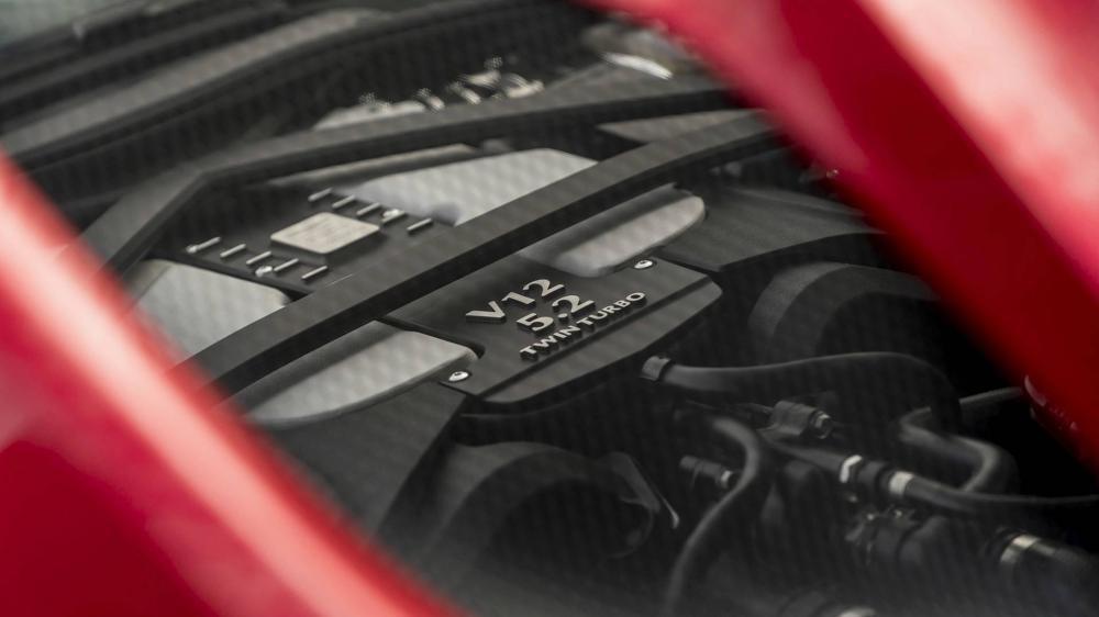 Động cơ mạnh mẽ của Aston Martin DBS Superleggera 2018