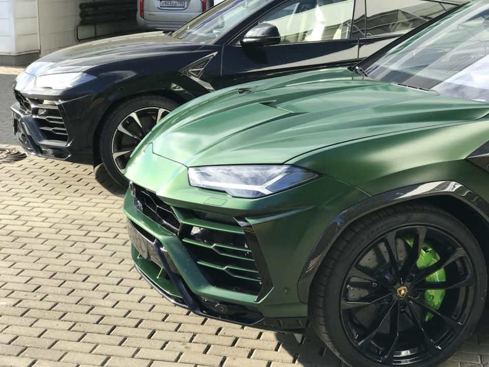 Ngoại thất chiếc siêu SUV Lamborghini Urus mang bộ áo cực độc xanh Verde Hebe được trang bị thêm gói carbon của nhà độ Top Car