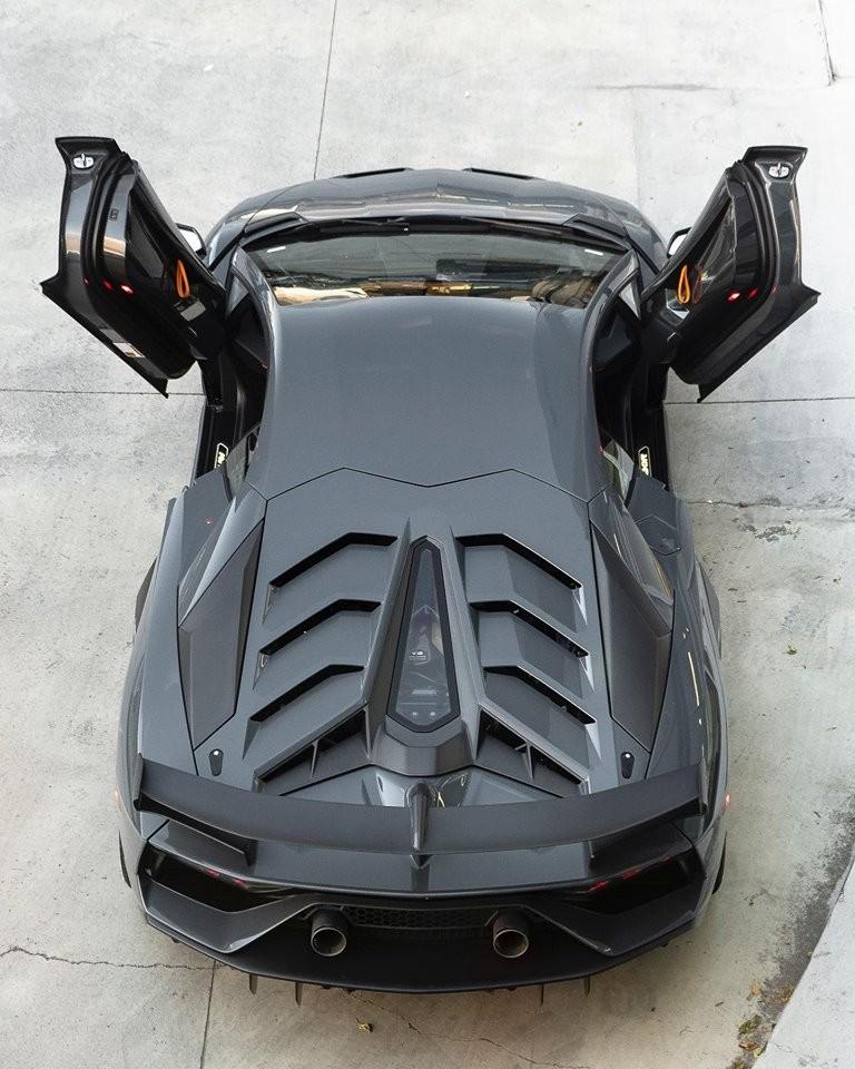 Siêu phẩm Lamborghini Aventador SVJ đầu tiên đến Canada