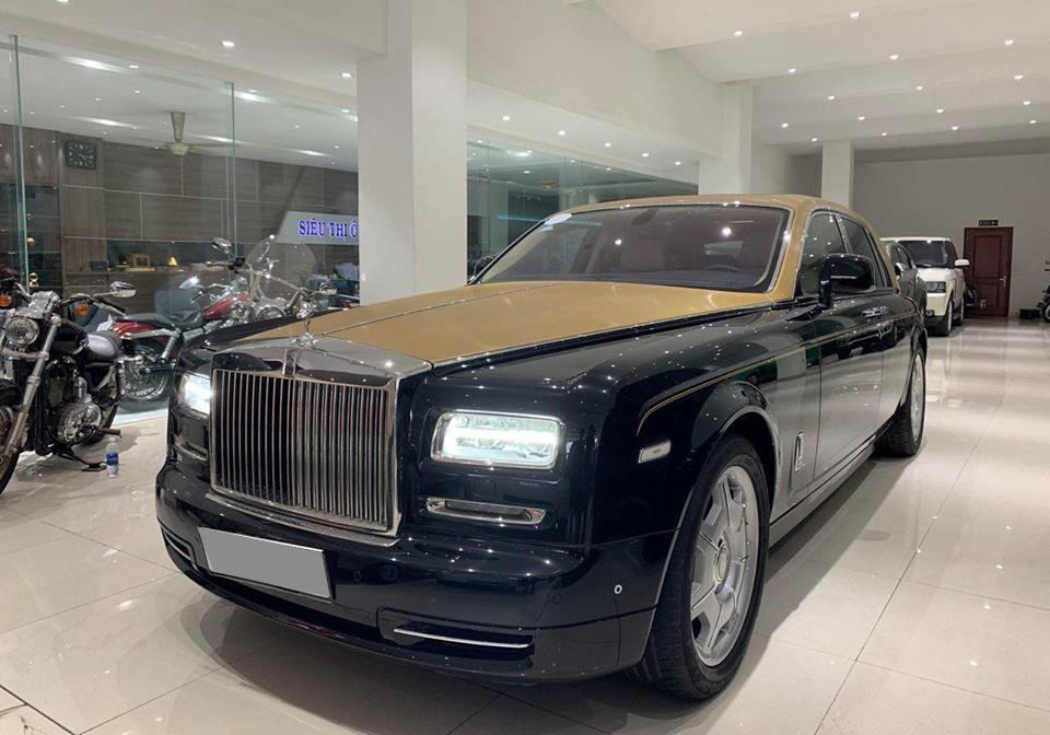 Đây là chiếc xe siêu sang Rolls-Royce Phantom Series II đang được rao bán tại một siêu thị ô tô ở Sài thành