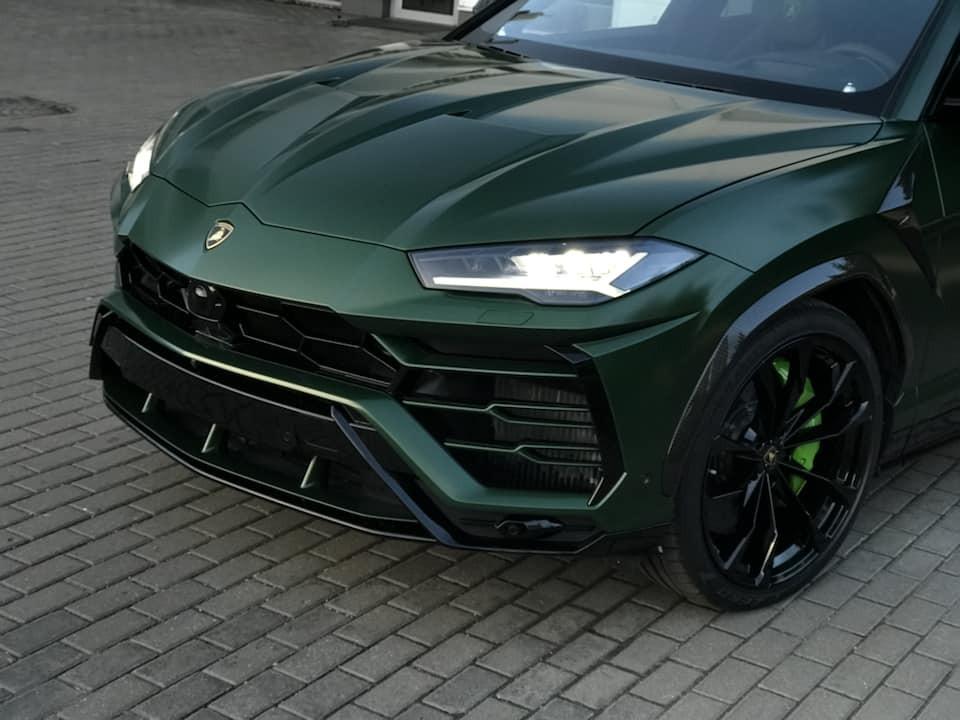 Màu sơn xanh Verde Hebe mang đến cái nhìn hầm hố hơn cho Lamborghini Urus
