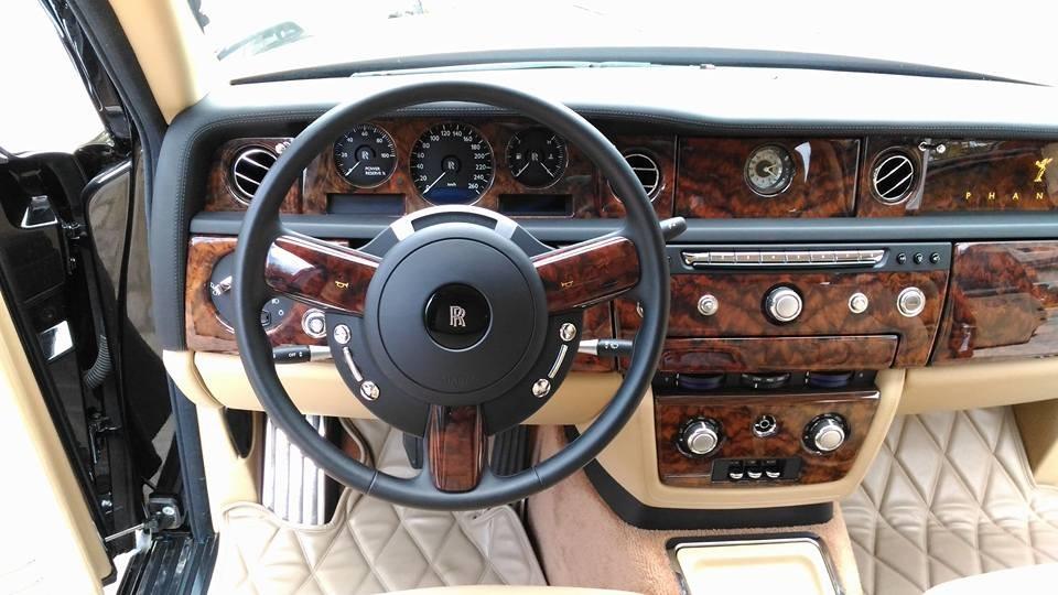 Còn đây là nội thất của chiếc xe siêu sang Rolls-Royce Phantom Series II mang biển Lào