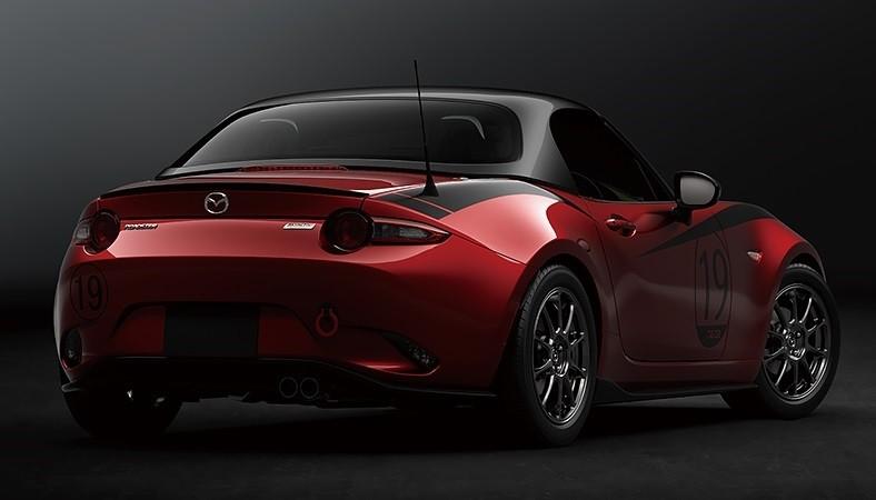 Mazda MX-5 Drop-Head Coupe Concept được trang bị mui bằng sợi carbon