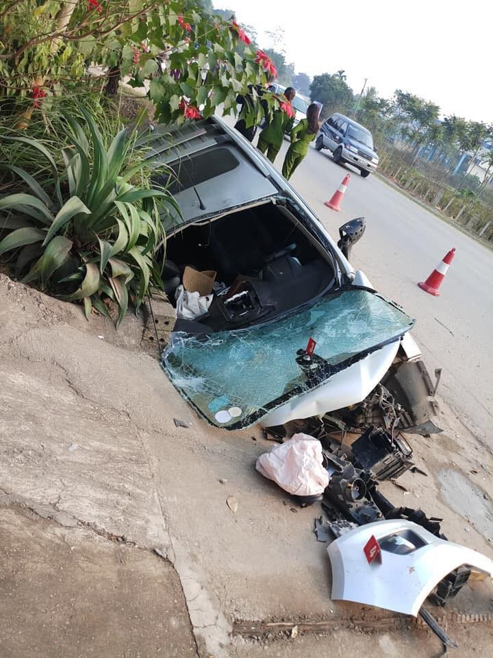 Chiếc Ford EcoSport biến dạng hoàn toàn sau vụ tai nạn