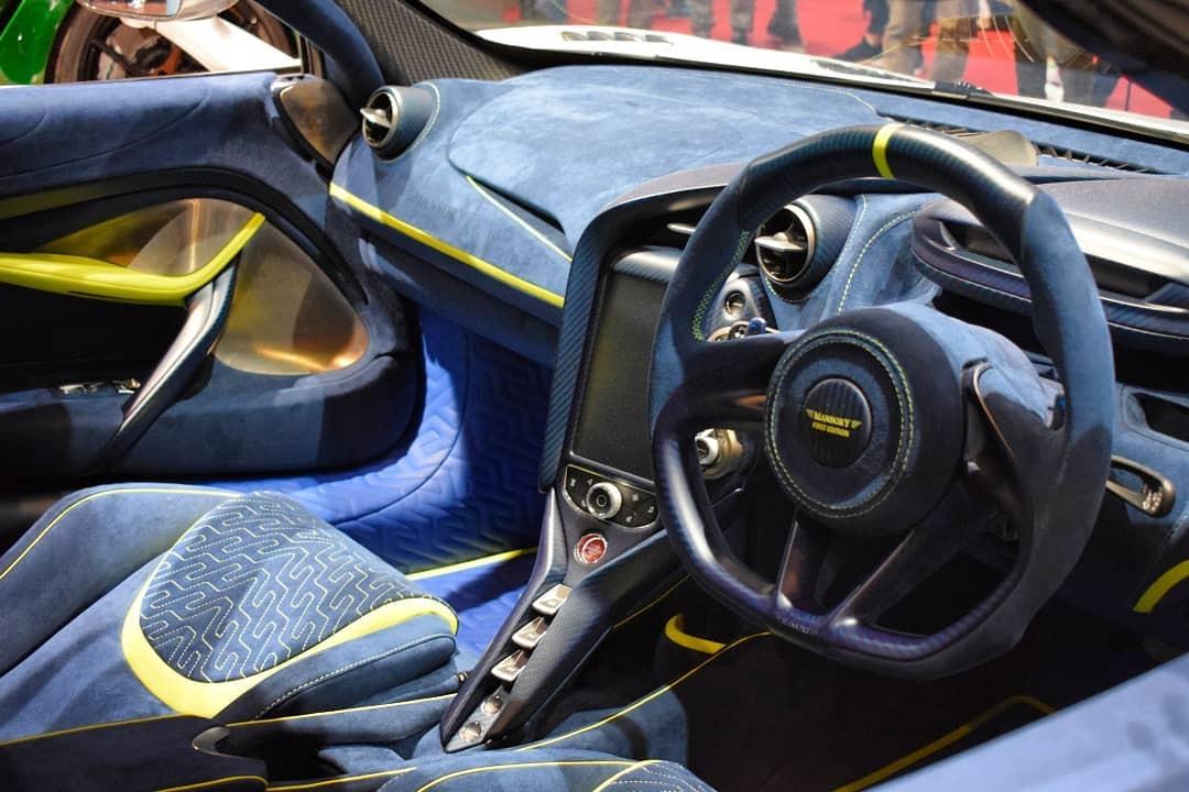 Dòng chữ Mansory First Edition như dấu hiệu nhận biết đây là sản phẩm độ chính hãng của Mansory dành cho McLaren 720S