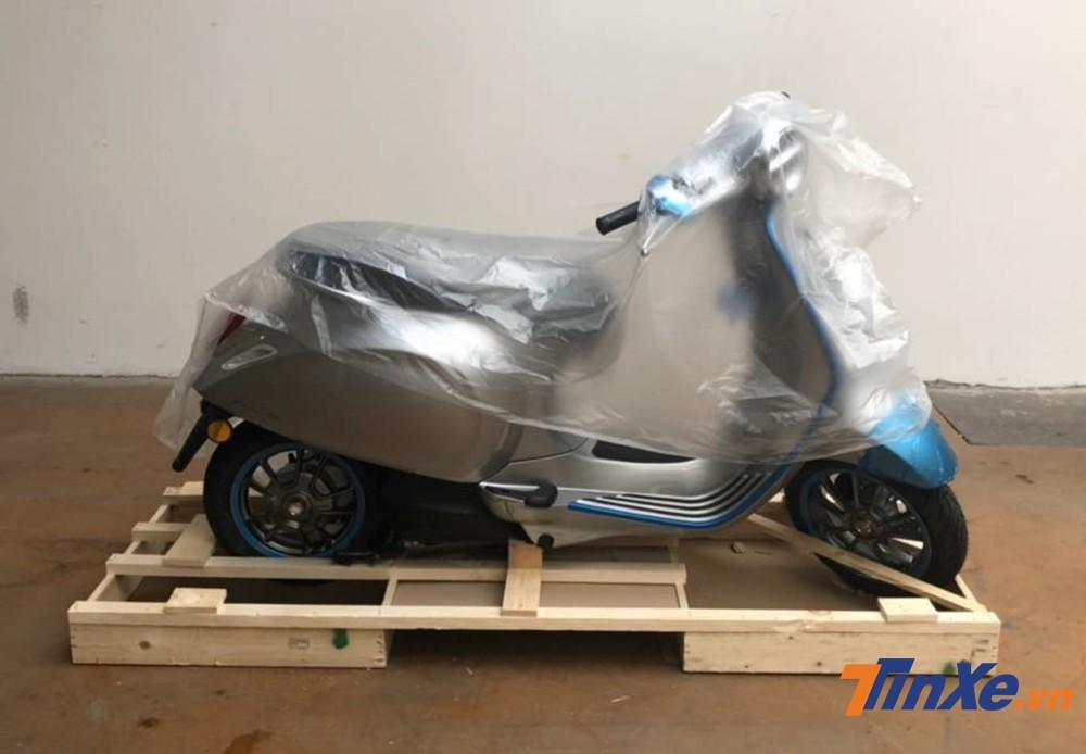 Một chiếc xe máy điện Vespa Elettrica bất ngờ xuất hiện tại Việt Nam.