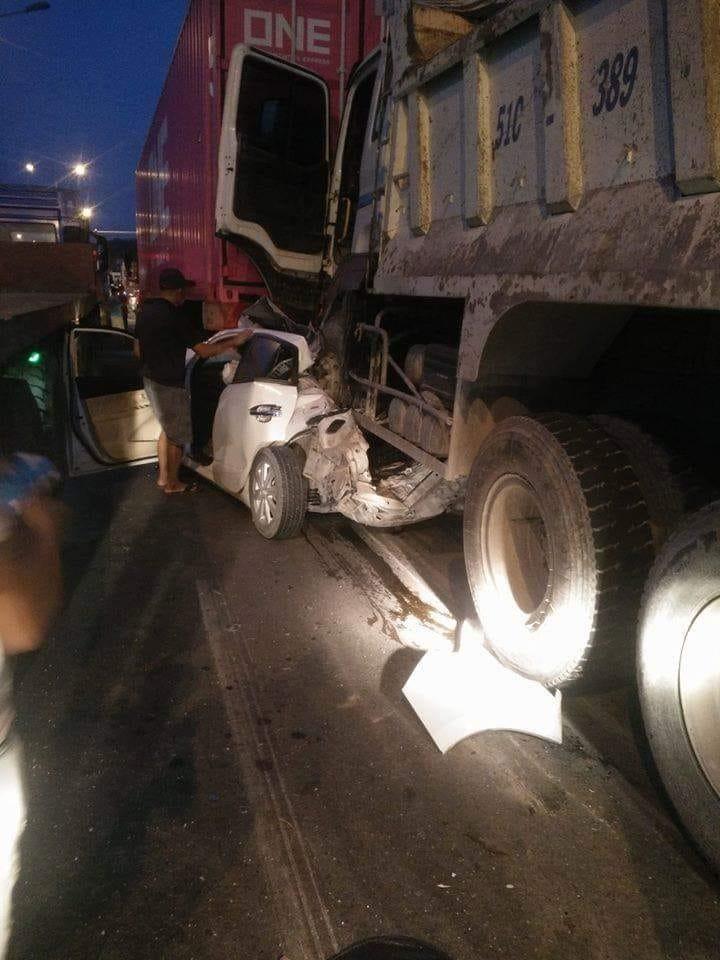 Người điều khiển chiếc Toyota Yaris đã rất may không tử vong