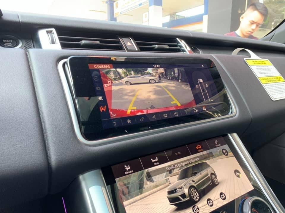 Hệ thống thông tin giải trí Touch Pro Duo có thể điều khiển dễ dàng qua hai màn hình cảm ứng 10 inch mới