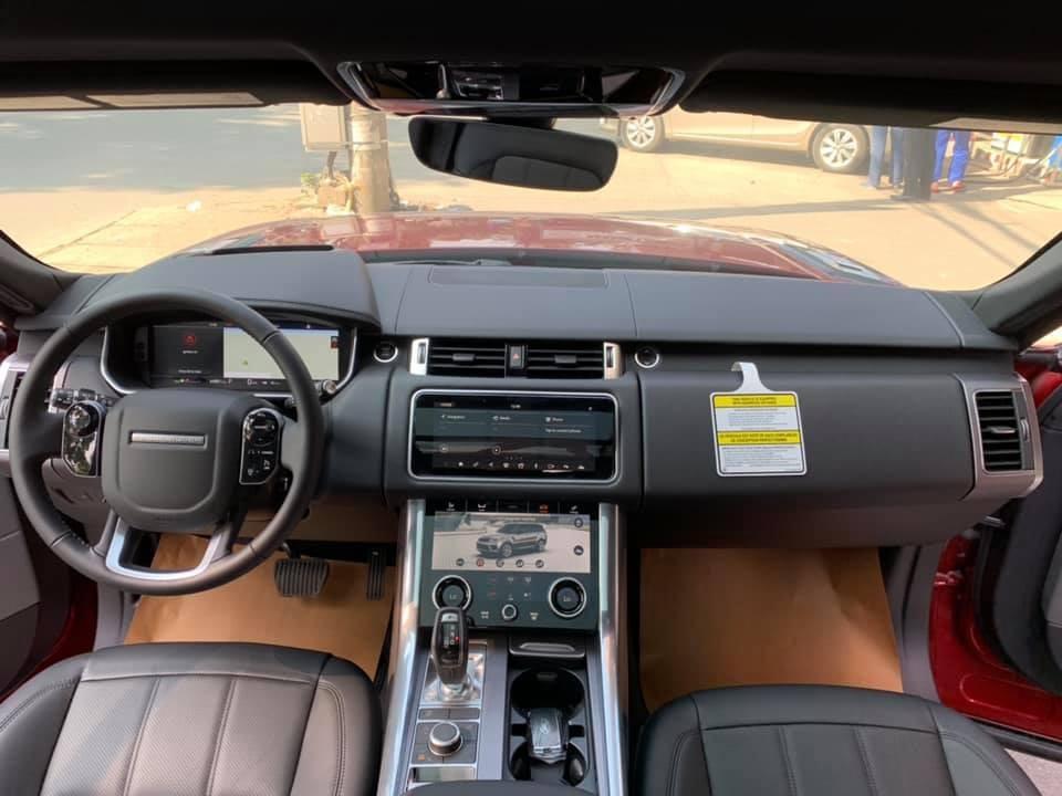 Nội thất Range Rover Sport HSE 2018 đầu tiên về Việt Naam bọc da màu đen
