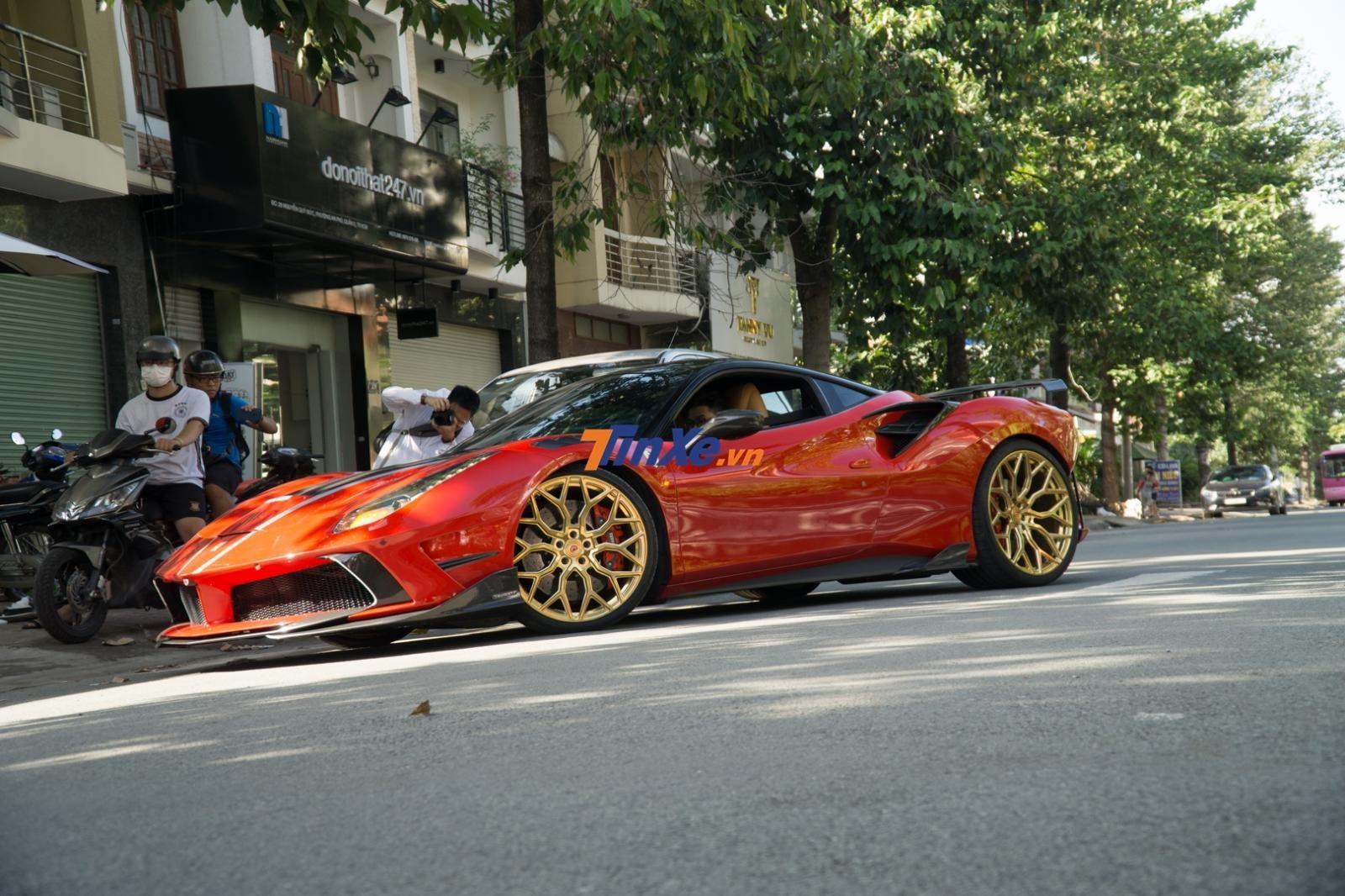 Đánh giá nhanh siêu xe Ferrari 488 GTB tại Sài thành được chủ nhân lột xác qua nhiều nhà độ khác nhau