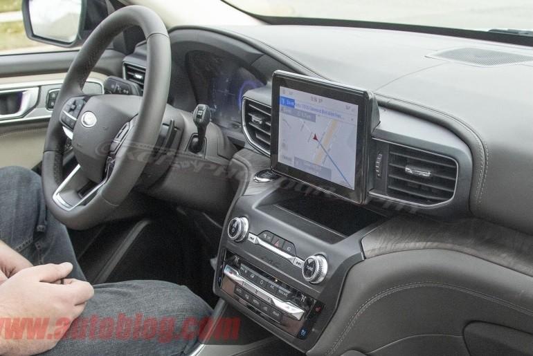 Nội thất bên trong Ford Explorer 2020 trên đường thử