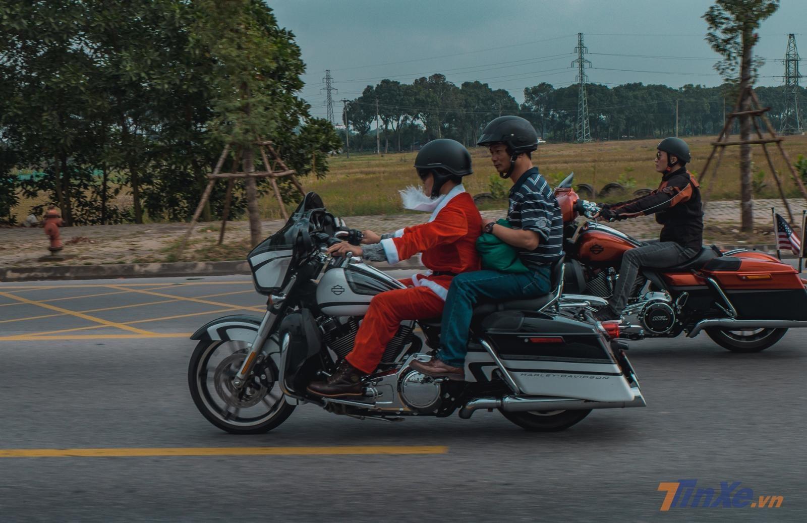 Những ông già Noel rất hợp dáng trên những chiếc Harley hoành tráng