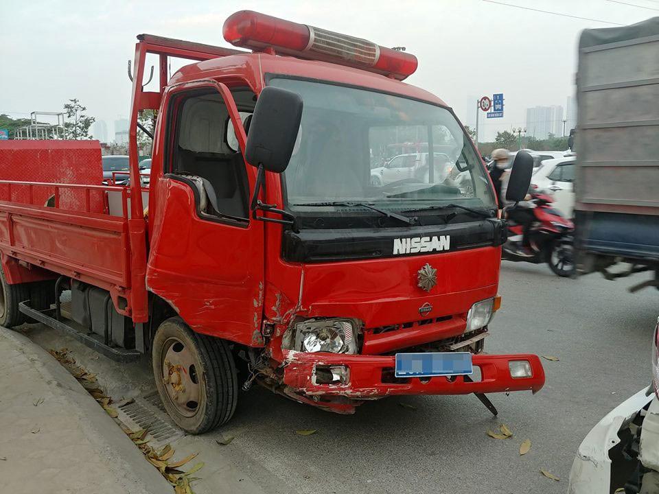 Chiếc xe cứu hỏa gây tai nạn liên hoàn tại ngã ba Tố Hữu - Mỗ Lao
