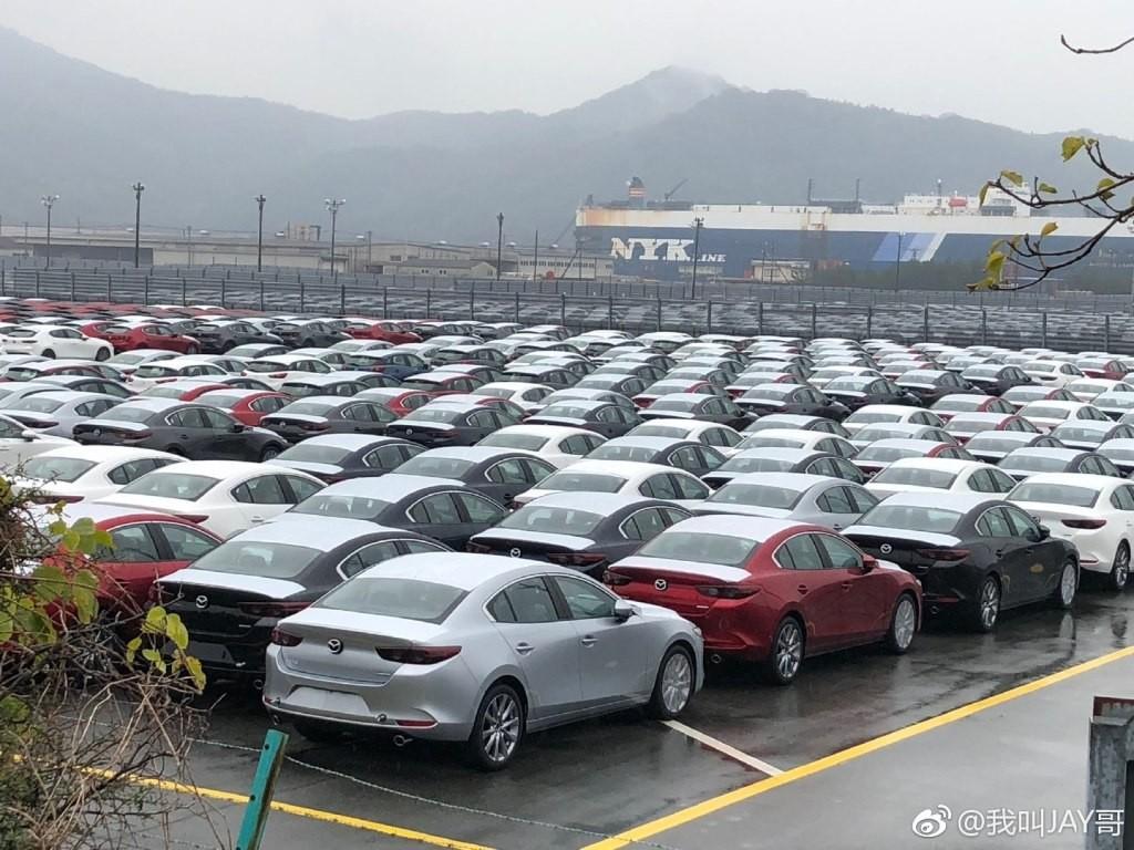 Những chiếc Mazda3 2019 này có đủ kiểu dáng hatchback và sedan cũng như màu sắc ngoại thất
