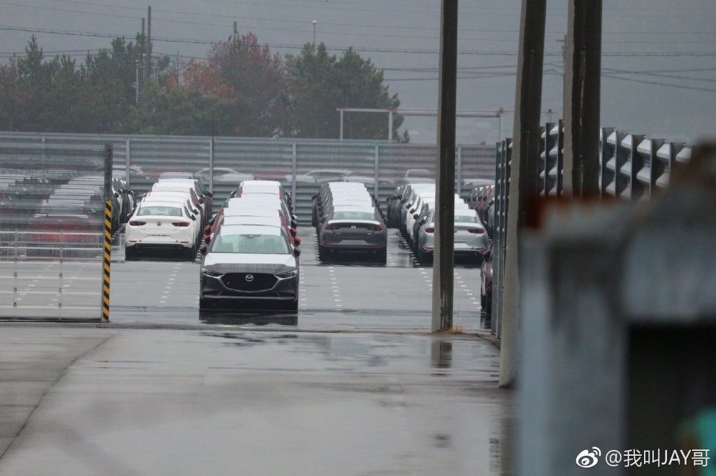 Mazda3 2019 sở hữu đầu xe có nhiều nét thiết kế tương tự Mazda6 2018