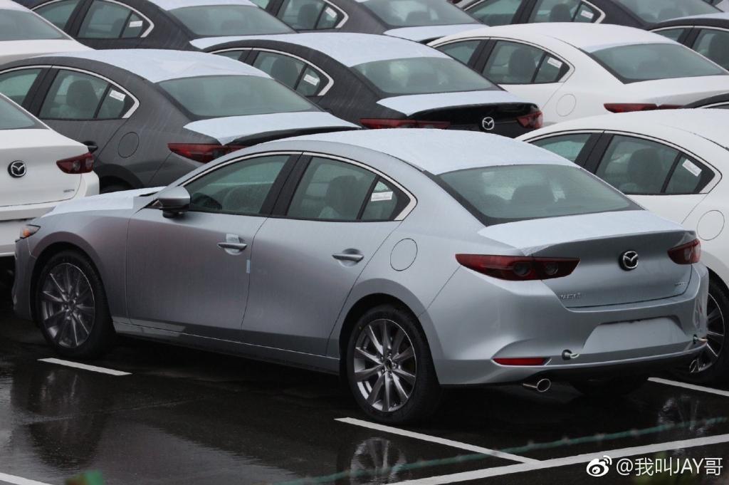 Thiết kế đuôi xe của Mazda3 2019 phiên bản sedan