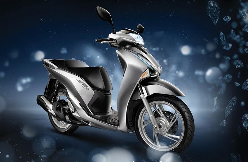 Honda SH vẫn là lựa chọn hàng đầu của nhiều khách hàng Việt. Nhưng trong dịp cuối năm, các khách hàng cần cân nhắc để có thể sở hữu một chiếc xe đúng ý, giá hợp lý và không phải chờ đợi.