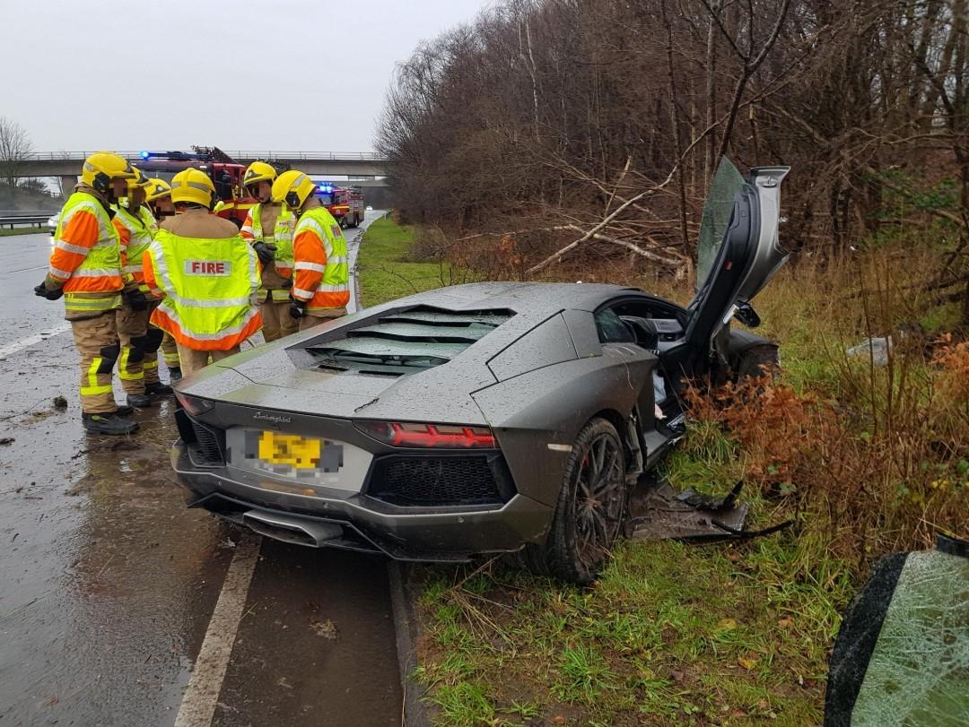 Hiện trường vụ tai nạn của chiếc siêu xe Lamborghini Aventador