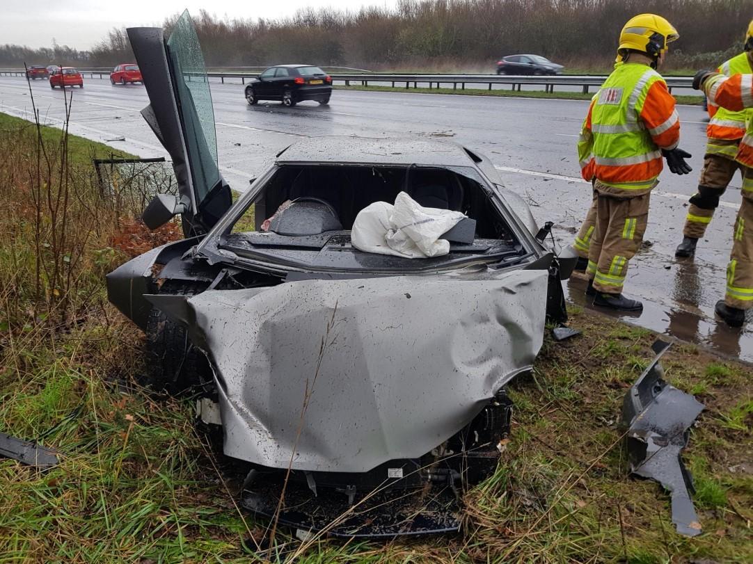 Chiếc siêu xe Lamborghini Aventador bị hỏng nặng ở phần đầu xe