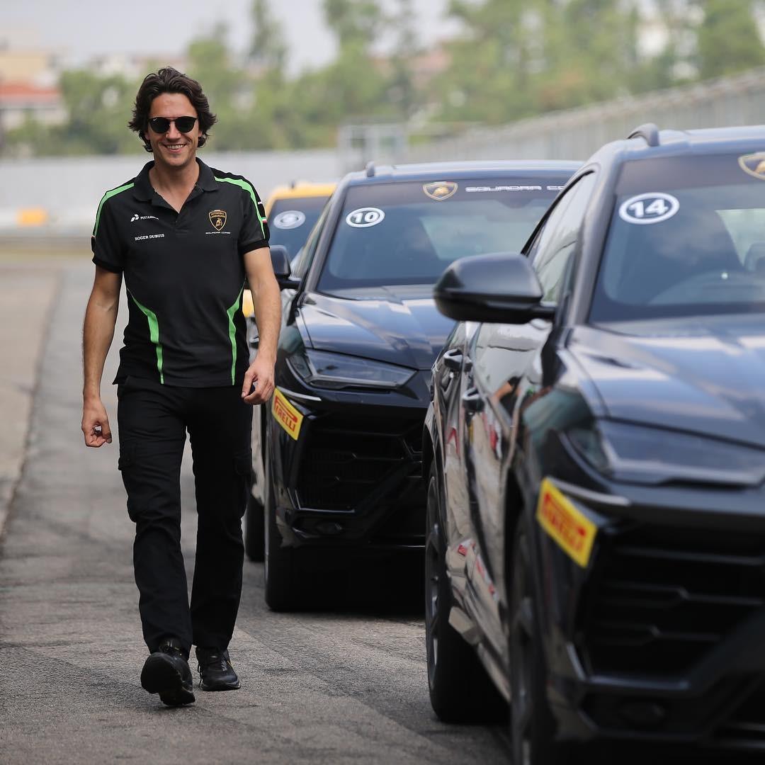 Milos Pavlovic bên dàn siêu SUV Lamborghini Urus trong lần ghé thăm đường đua Zhuhai International Circuit ở Trung Quốc