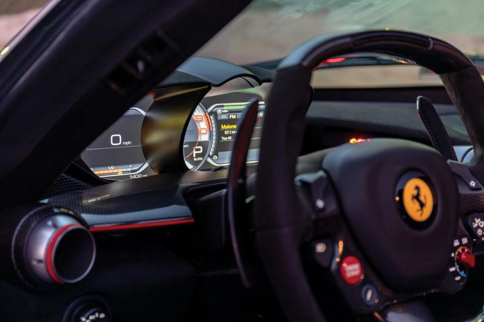 Ferrari LaFerrari mui trần chuẩn bị lên sàn đấu giá vào tháng 1 tới đây mới lăn bánh được quãng đường dài 2.414 km