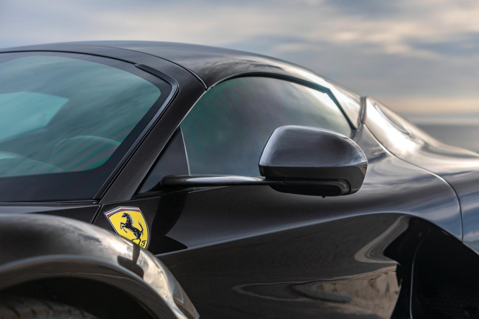 Tuỳ chọn carbon có sẵn trên chiếc Bugatti Chiron này