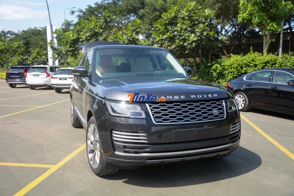 1 chiếc Range Rover Autobiography LWB đời 2018 chính hãng