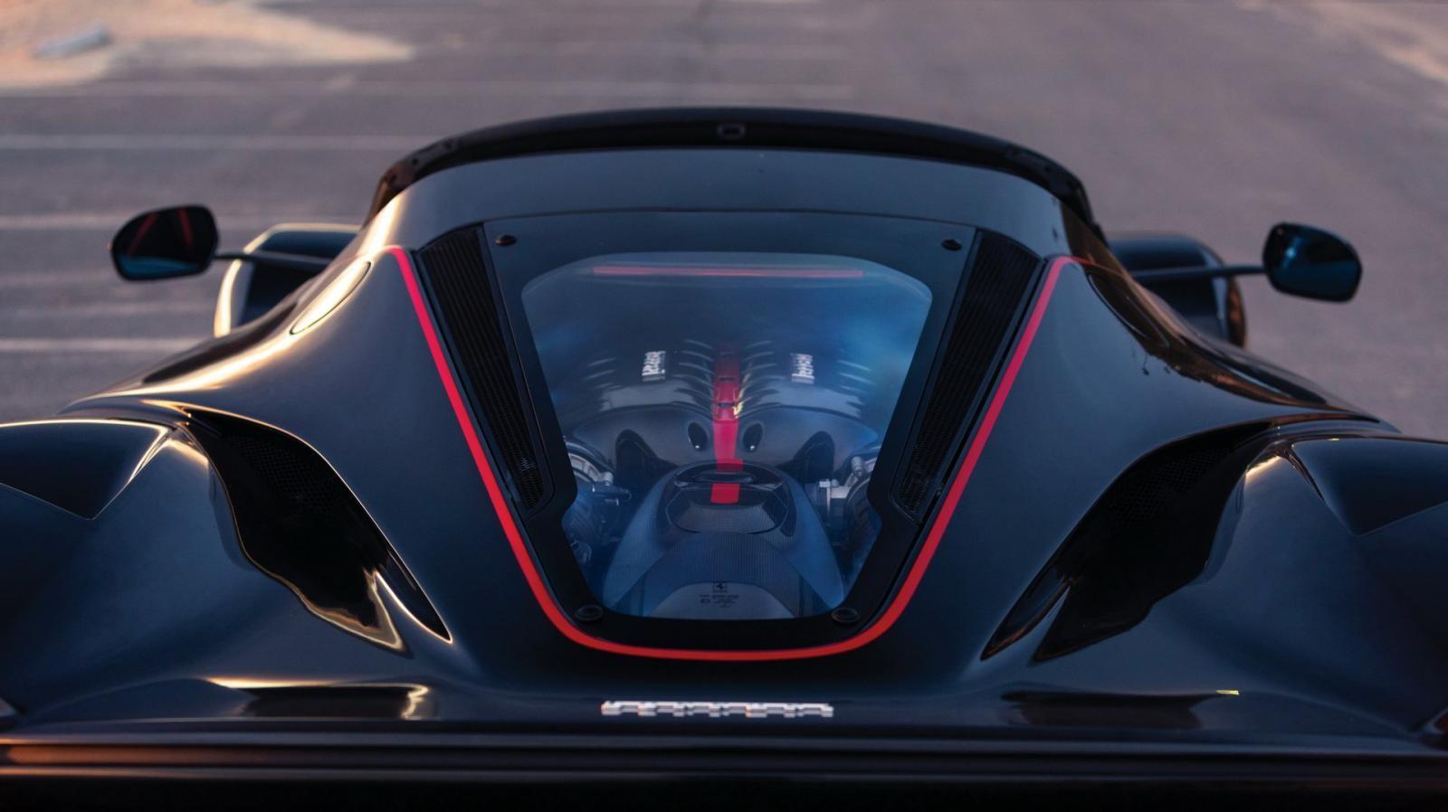 Siêu xe Ferrari LaFerrari Aperta dự kiến được bán với giá 8,5 triệu đô la vẫn là động cơ xăng V12, dung tích 6,3 lít,