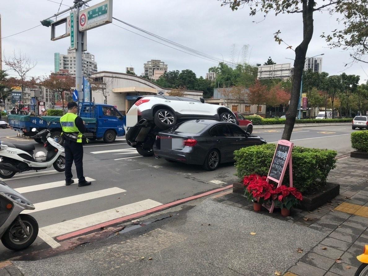Hình ảnh hiện trường vụ tai nạn đã khiến nhiều cư dân mạng bất ngờ