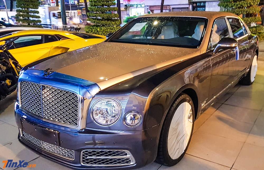 Bentley Mulsanne phiên bản trục cơ sở dài (EWB) đời 2018 đầu tiên về Việt Nam theo diện chính hãng