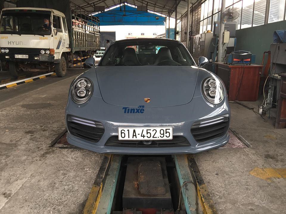 Porsche 911 Turbo S lúc còn mang biển Bình Dương