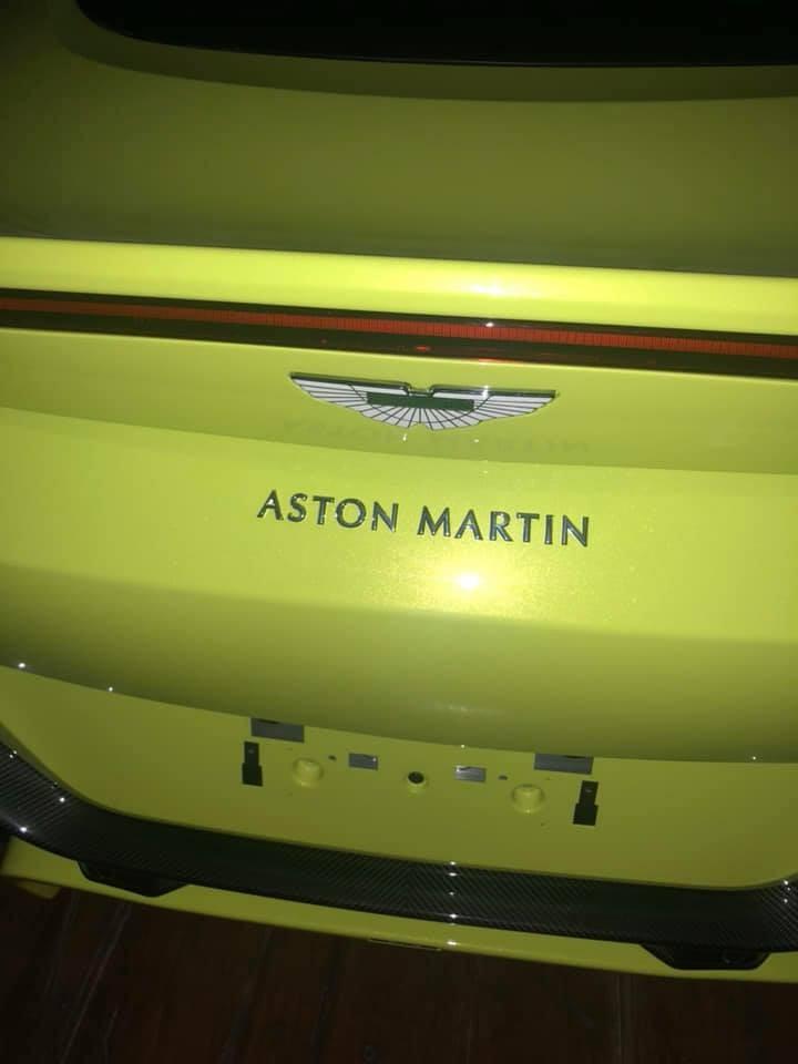 Aston Martin V8 Vantage về Việt Nam mang màu sơn Lime Essence