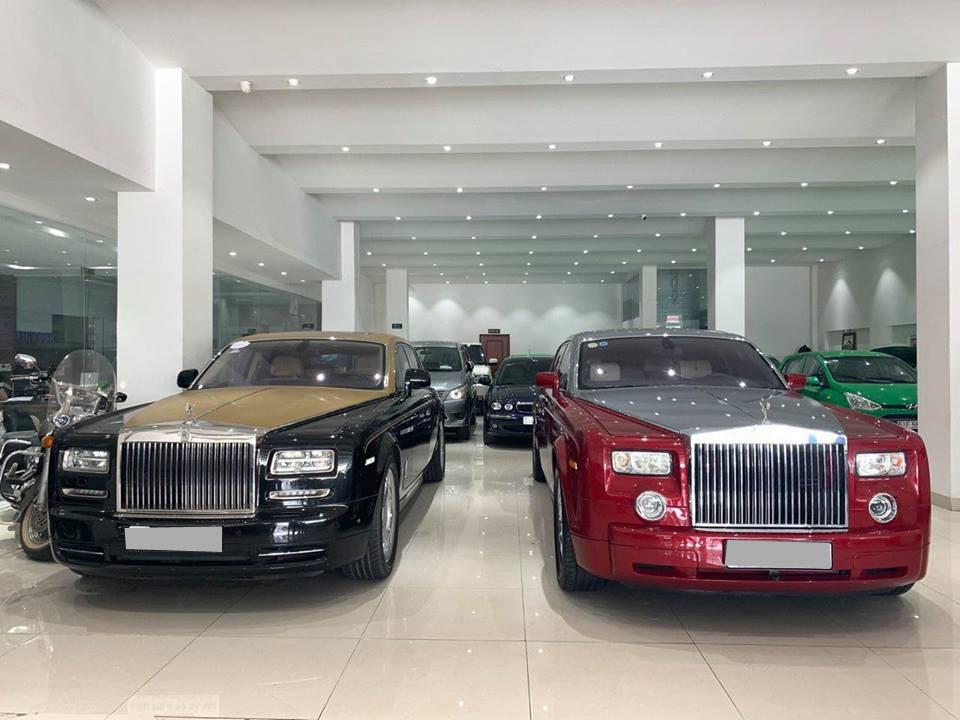 Chiếc xe siêu sang Rolls-Royce Phantom màu đỏ thuộc thế hệ đầu tiên và chiếc bên cạnh cũng đang được rao bán thuộc thế hệ thứ 2