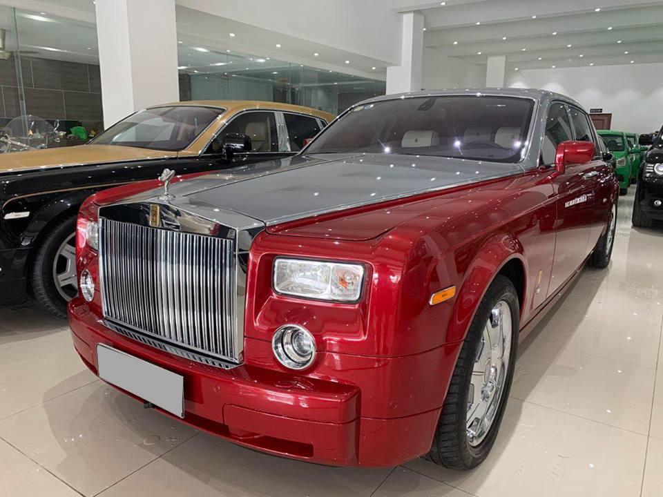 Rolls-Royce Phantom sang chảnh với bộ áo đỏ rực hàng hiếm chào hàng các đại gia Việt