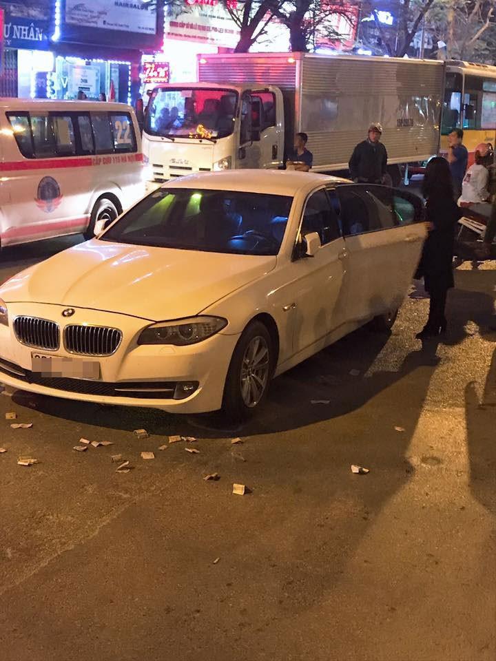 Chiếc ô tô hạng sang BMW va chạm với xe máy của cô gái