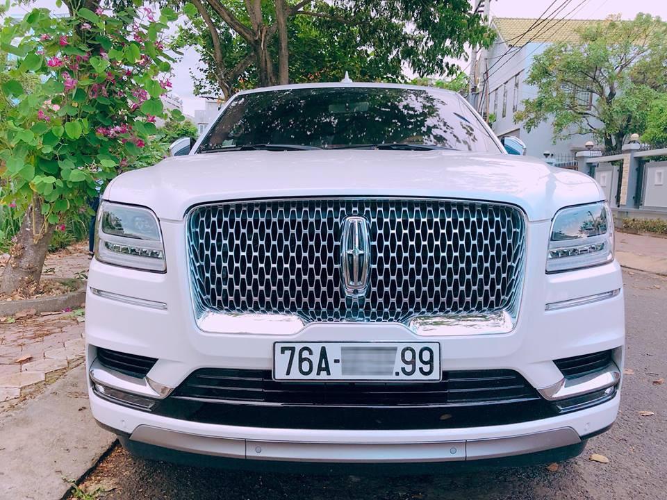Lincoln Navigator Black Label L 2018 đầu tiên về Việt Nam mang biển số Quảng Ngãi
