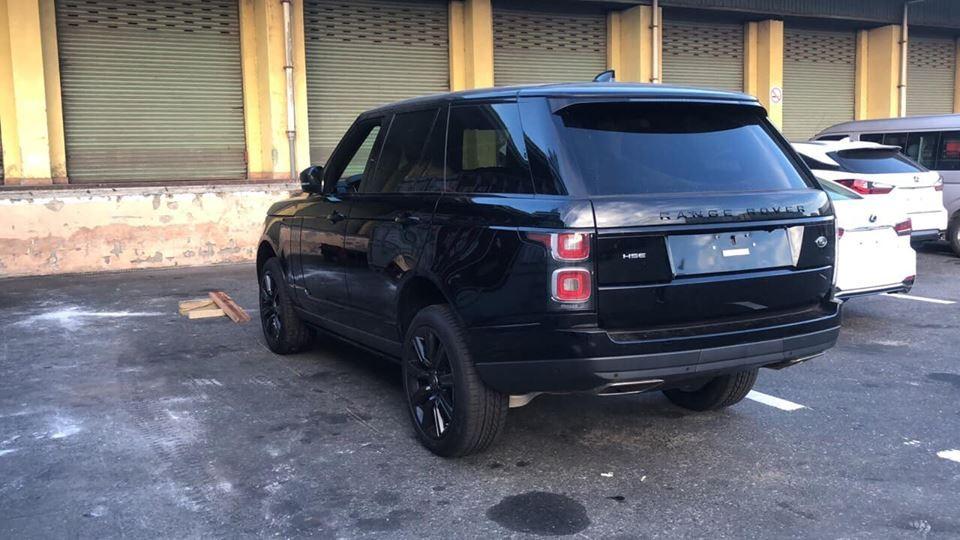 Range Rover HSE đời 2018 phiên bản Black Design đầu tiên cập bến Việt Nam