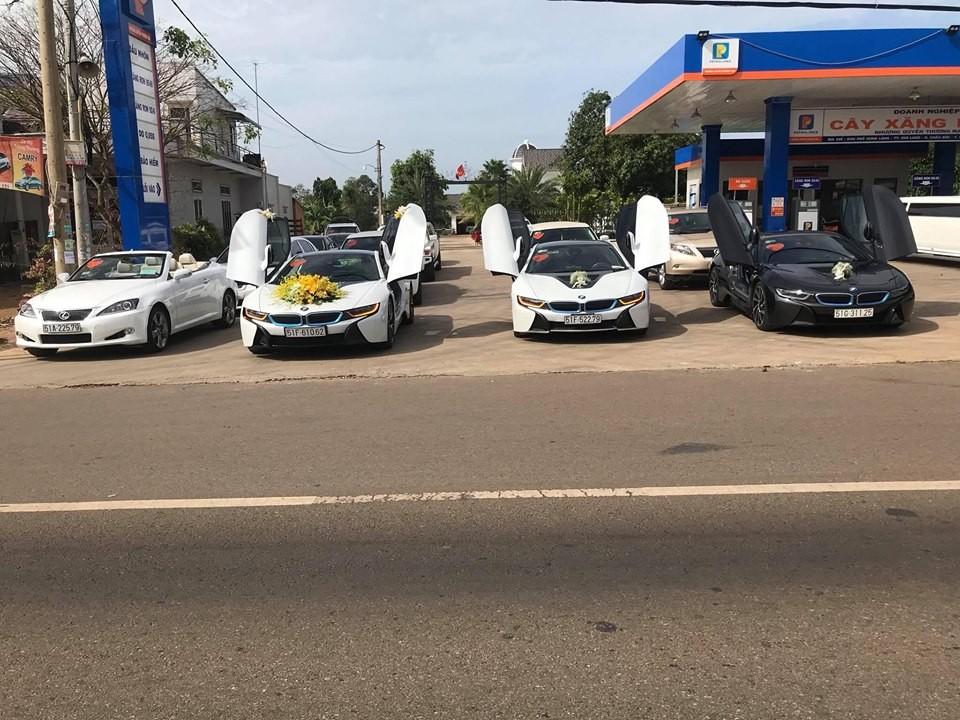 3 chiếc BMW i8 rước dâu tại Sài thành