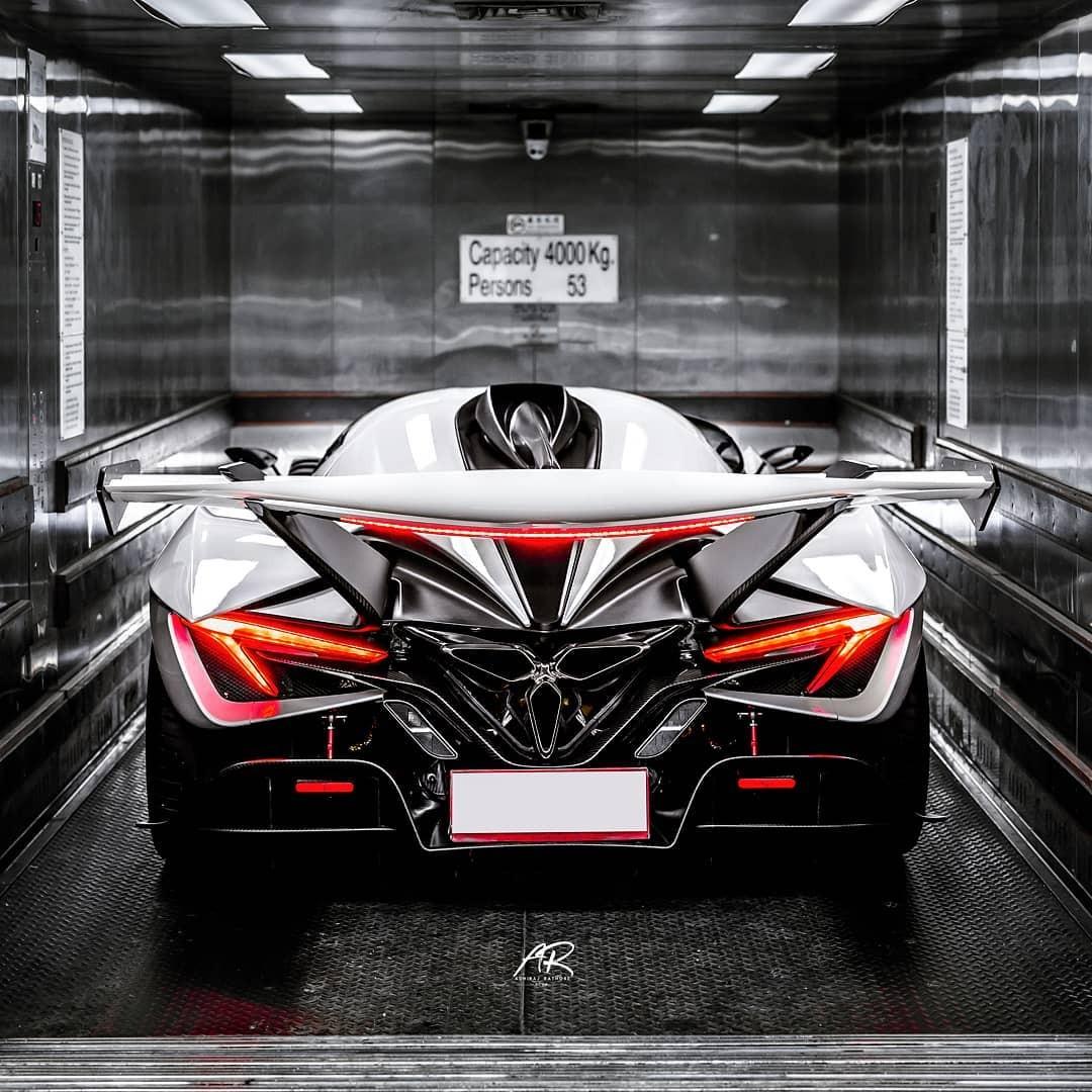 Intensa Emozione là dự án của hãng siêu xe Apollo dự định chế tạo đúng 10 chiếc
