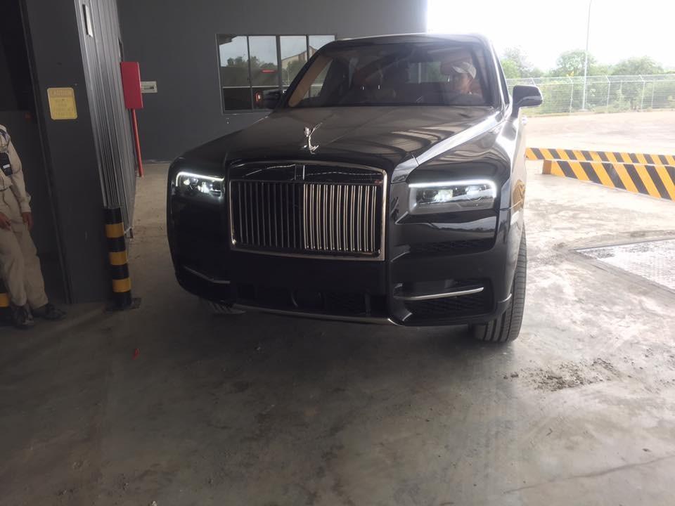 Đây là chiếc Rolls-Royce Cullinan thứ 2 tại Campuchia