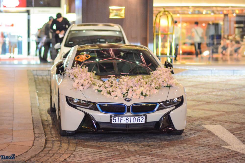 Chiếc BMW i8 màu trắng của vợ chồng Diệp Lâm Anh trong đám cưới