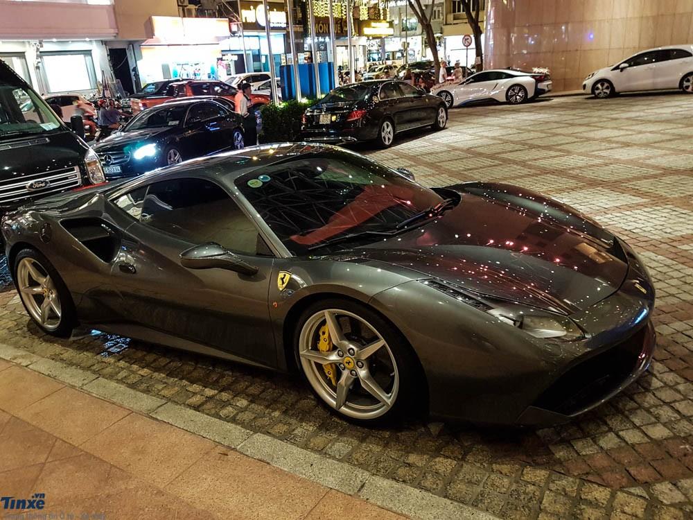 Đám cưới của nữ diễn viên Diệp Lâm Anh còn có sự tham dự của siêu xe Ferrari 488 GTB thuộc sở hữu của Cường Đô-la